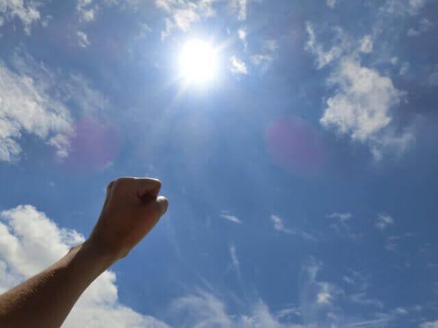 晴れ晴れとした風俗初出勤の日の気持ち良い空の画像