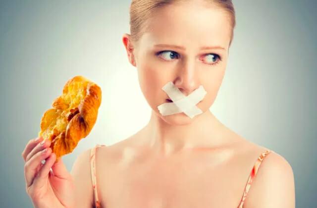 なにも食べない・お菓子で済ませる選択はダメ!