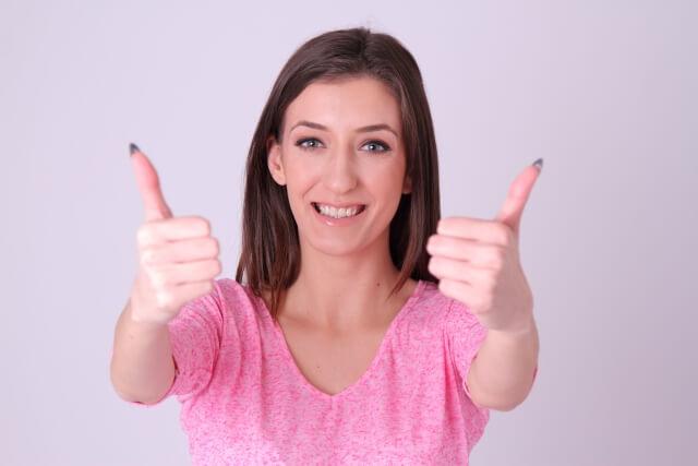 顔出しのメリットを表わす女性のイメージ画像