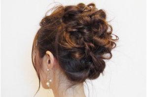 巻き過ぎや盛りがある髪型