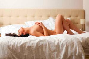 乳首が気持ち良い・性感帯になる方法は?乳首開発のやり方と注意点!