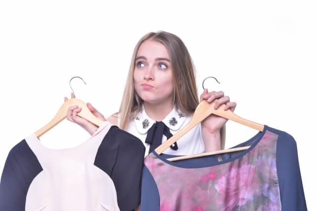 パネル写真の服装・下着は重要を表わした女性のイメージ画像