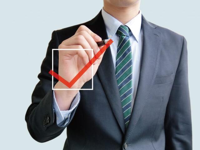 リピートを取る接客方法を説明している男性の画像